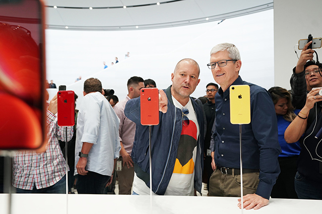 Apple-keynote-Tim-Cook-and-Jony-Ive-iPhone-XR-09122018.jpg