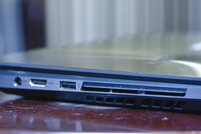 Asus Zenbook Pro ports.jpg