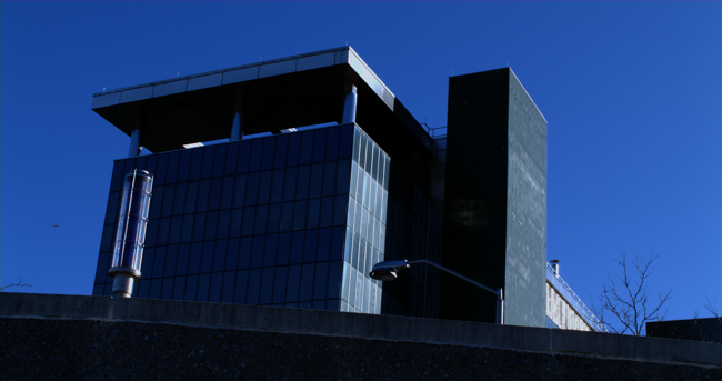 Building_with_blue_sky.jpg