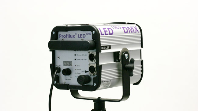 Hedlers Profilux LED is emblazoned with a 1000 indicating that it might equal the output of a 1K tungsten which is perfectly fair. At 185W its still a small light by big movie standards