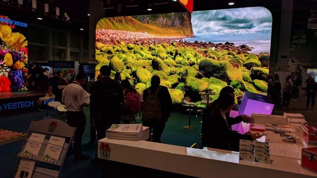 It's not the exhibition hall that's  dark. It's Yes Tech's video wall that's eye-meltingly powerful.jpg