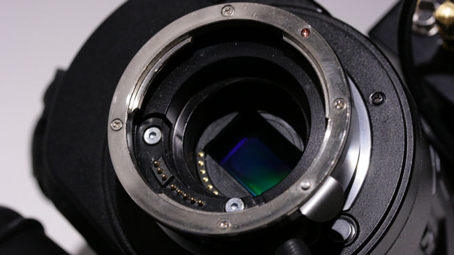 MTF_Effect_3_mount_adaptor._The_inner_unused_contacts_are_those_of_the_JVC_GY-LS300s_micro-four-thirds_mount.JPG