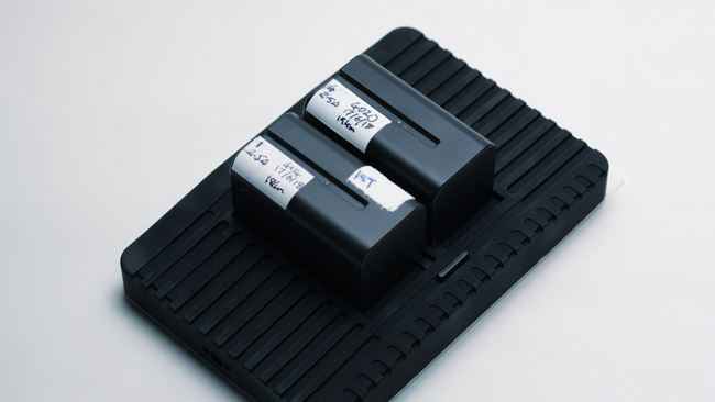 Power is via two mounts compatible with Sony NP-F batteries. They are hot-swappable and a D-tap adaptor is supplied.JPG