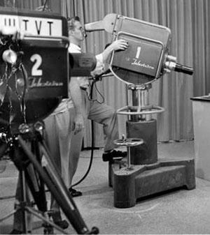 Tvcamera_on_pedestal.JPG