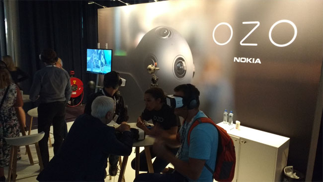 Users_try_out_the_Samsung_Gear_VR_in_conjunction_with_Nokias_OZO_VR_camera_at_IBC_2016.jpg