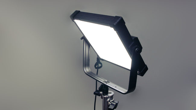 Without_the_external_softbox_the_Z400S_is_smaller_but_still_evenly_diffused._Adding_diffusion_directly_to_the_front_of_this_light_wont_make_it_softer_-_only_dimmer.jpg