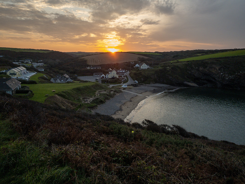 Sunrise taken with iPhone XS. Image: Copyright Simon Wyndham