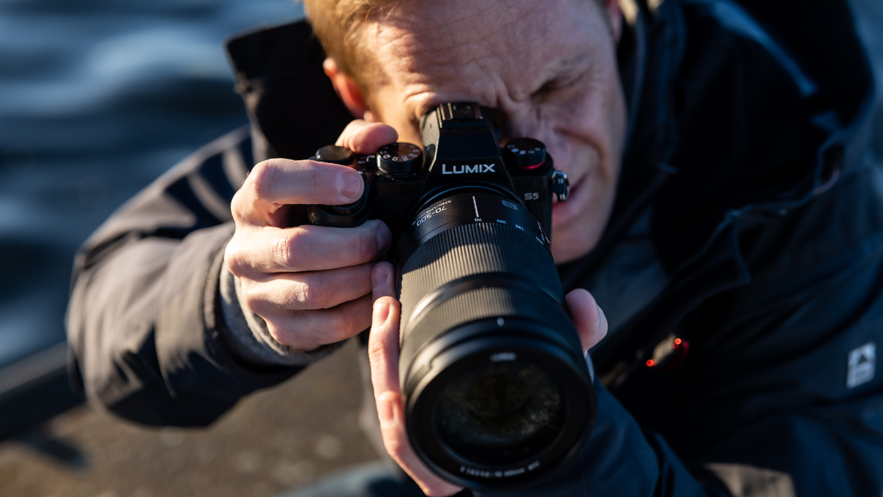 The Panasonic LUMIX S 70-300mm f/4-5.6 MACRO O.I.S lens in action. Image: Joakim Odelberg.