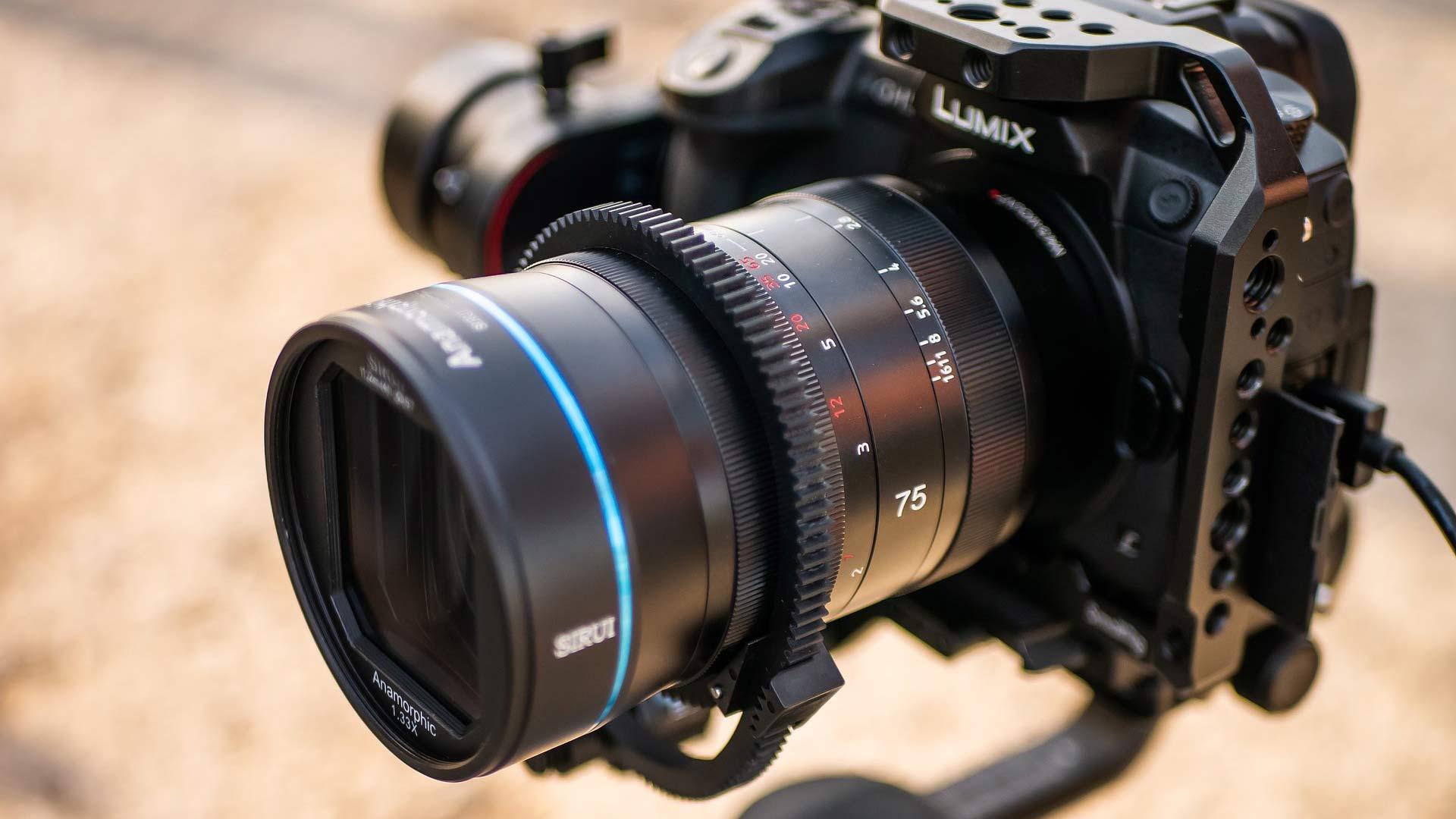 The SIRUI 75mm F1.8 1.33x anamorphic lens. Image: Sirui.